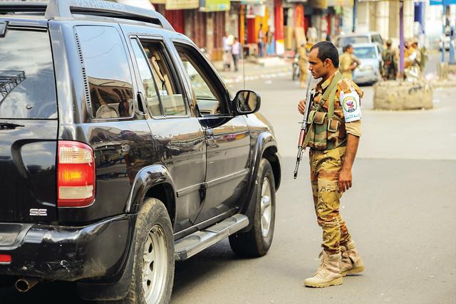 قوات إماراتية ضخمة إلى جبهة تعز