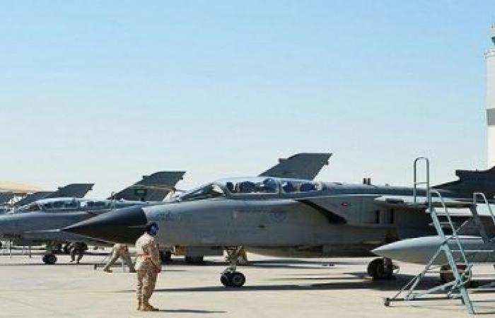 انطلاق مناورات عسكرية مشتركة بين الإمارات والسعودية بقاعدة الظفرة