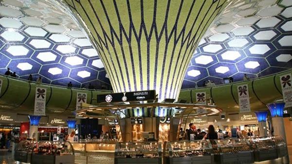 توقعات بتباطؤ عدد الركاب في مطار أبوظبي