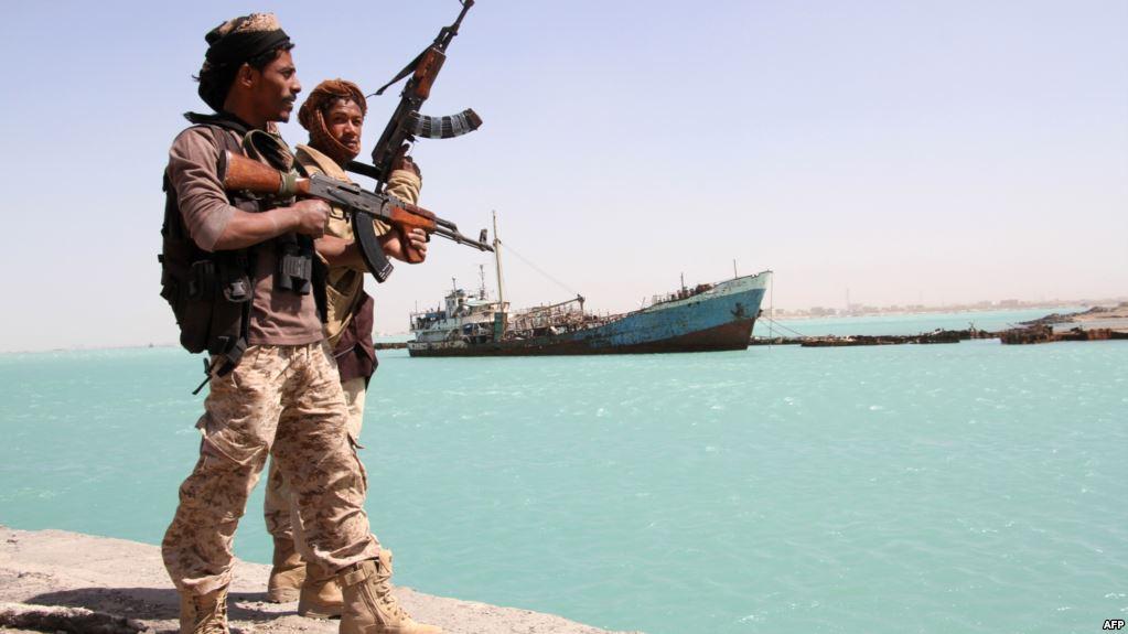 إحباط هجوم للحوثيين على سفينة إماراتية بالمخا ووقوع عدة إصابات بين طاقمها