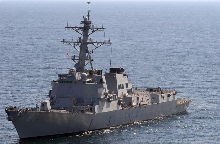 الحوثيون: استهداف سفينة إنزال حربية قبالة سواحل المخا باليمن