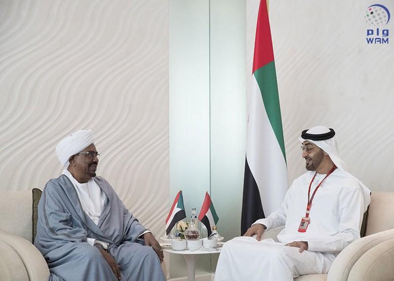 محمد بن زايد يستقبل الرئيس السوداني ويبحث معه المستجدات بالمنطقة