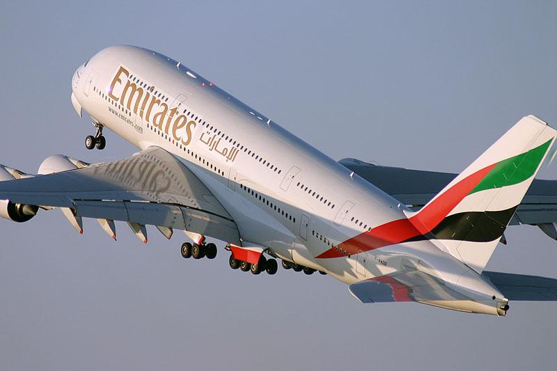 ترامب يستهدف شركات الطيران الإماراتية والخليجية بقرار ضريبي
