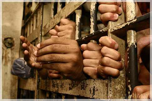 100 معتقل يمني في سجن تشرف عليه الإمارات في عدن يضربون عن الطعام