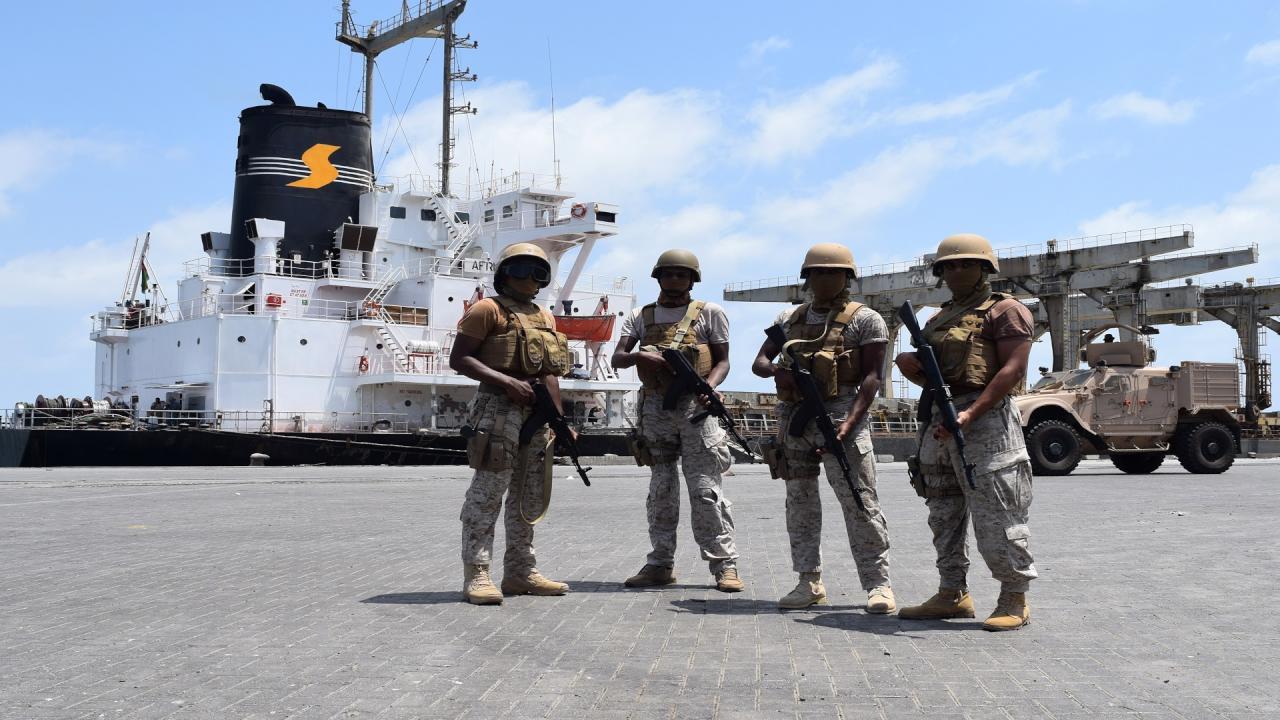 اتهامات للإمارت باحتجاز 679 مليون دولار من رواتب الموظفين اليمنيين