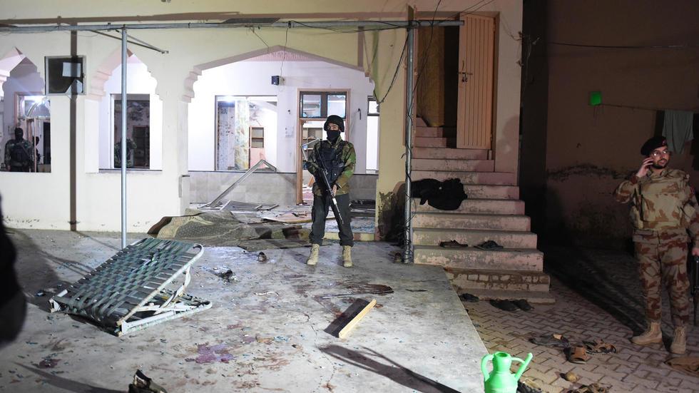 الإمارات تدين بشدة التفجير الذي استهدف مسجدا جنوب غربي باكستان