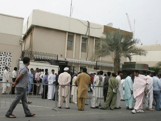 باكستانيون يجددون التظاهر امام قنصلية بلادهم في دبي للمطالبة بالعودة