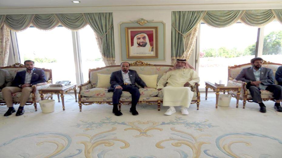 الرئيس الإماراتي يستقبل حاكم عجمان بمقر إقامته في فرنسا