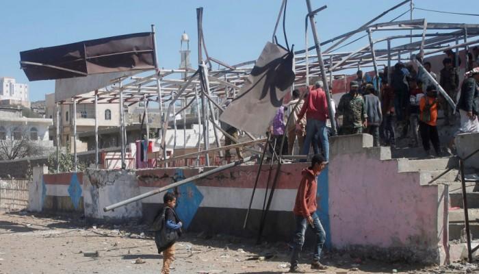 الحوثيون يهددون بقصف مواقع