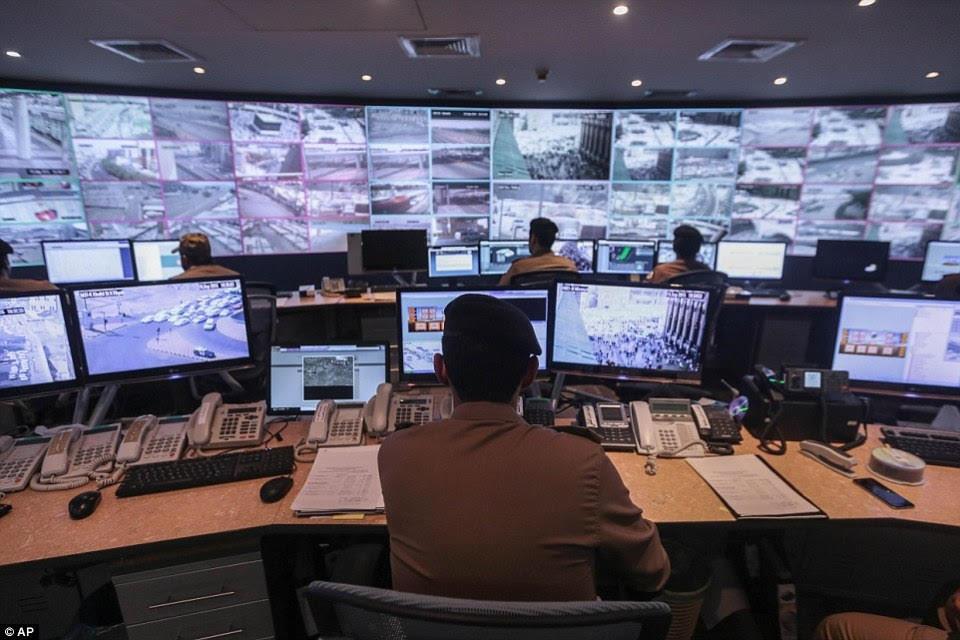 141 ألف كاميرا مراقبة في رأس الخيمة.. تجسس أم حماية أمنية؟!