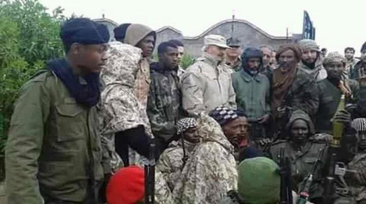 ضباط إماراتيون يشرفون على نقل مرتزقة أفارقة إلى معسكرات حفتر