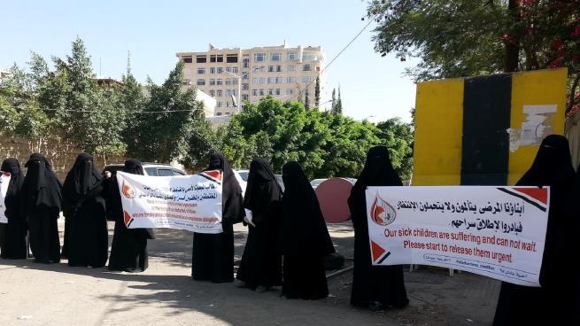 وقفتين لأهالي معتقلين في سجون الحوثيين والقوات المدعومة من الإمارات