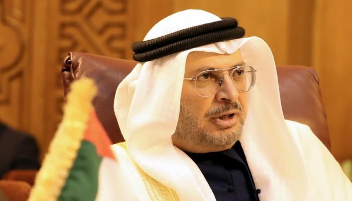 قرقاش: الإمارات لن تغادر اليمن وما يجري هو تخفيض عدد القوات وإعادة انتشارها