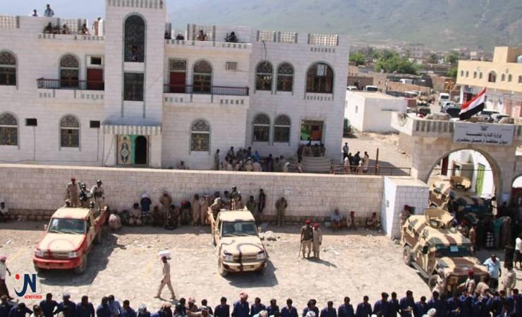 محافظ سقطرى لمسلحي الانتقالي الموالين لأبوظبي: المهلة انتهت والحسم قادم