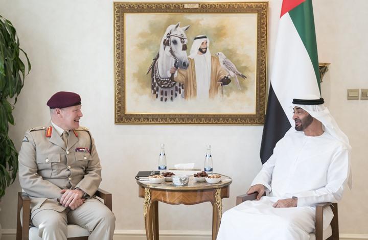 محمد بن زايد يبحث مع مسؤول رفيع بوزارة الدفاع البريطانية تعزيز التعاون العسكري