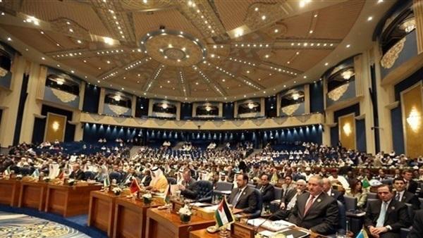 قرقاش يعلق على المشاركة القطرية في اجتماع منظمة