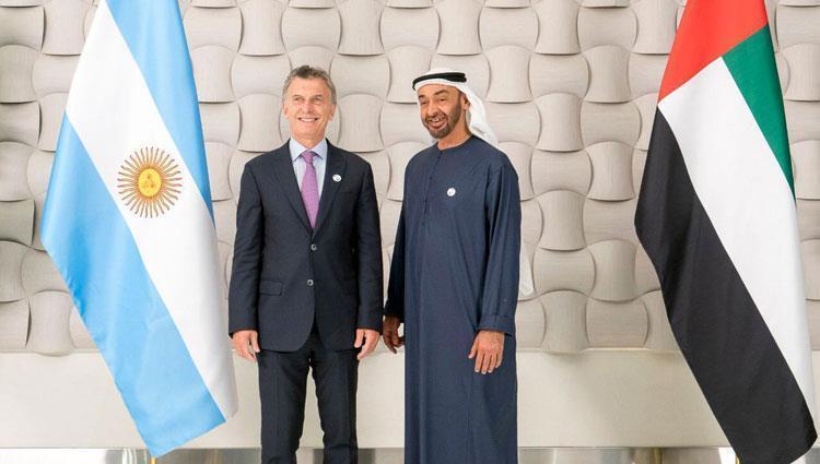 محمد بن زايد يستقبل الرئيس الأرجنتيني ويبحث معه العلاقات بين البلدين
