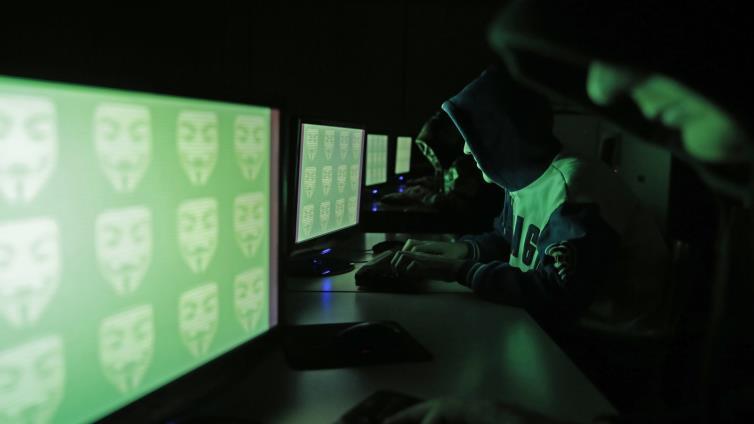 نيويورك تايمز: شركة تجسس إماراتية تستعين بإسرائيليين لاعتراض الاتصالات الخلوية بقطر