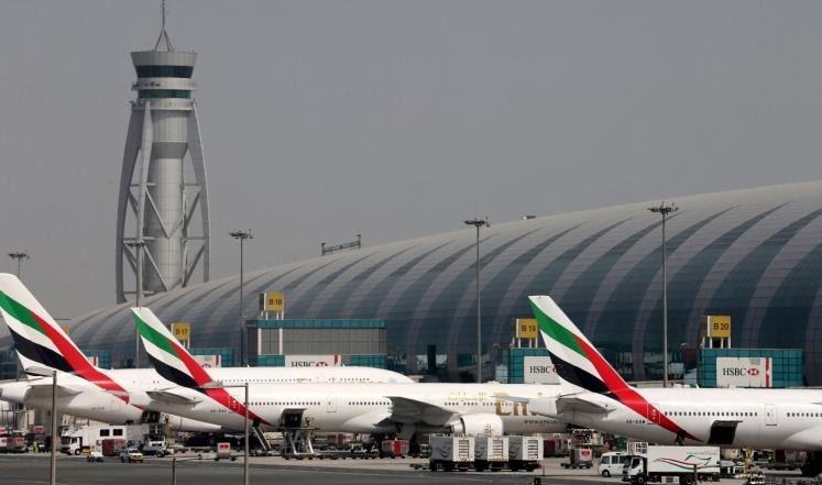 مطار دبي يعلق الرحلات نصف ساعة بسبب تهديد طائرات مسيّرة