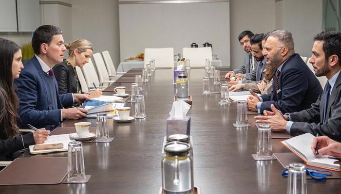 قرقاش يؤكد التزام الإمارات بتحقيق حل سلمي في اليمن