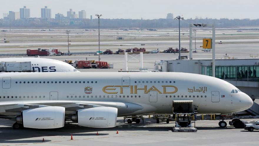 وزير الخارجية الامريكي: سنواصل الضغط على الإمارات وقطر حول الإعانات المالية لشركات الطيران