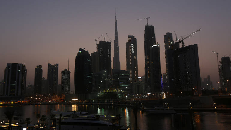بلومبرغ: اتجاه واسع في دبي لوقف الإنشاءات الجديدة بعد أزمة قطاع العقارات
