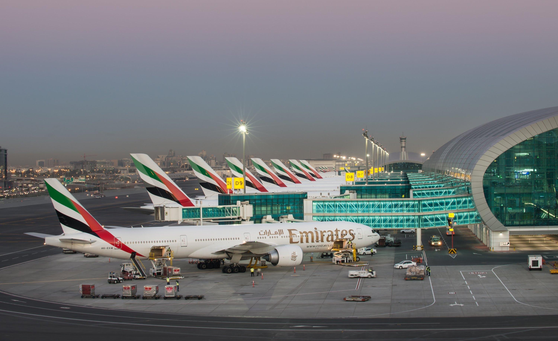 الحوثيون يزعمون استهداف مطار دبي بطائرة مسيرة