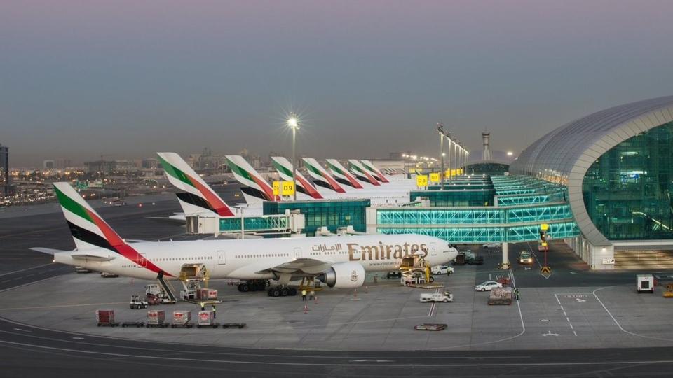 مطار دبي يسجل تراجعاً في أعداد المسافرين والرحلات وحجم البضائع عام 2018