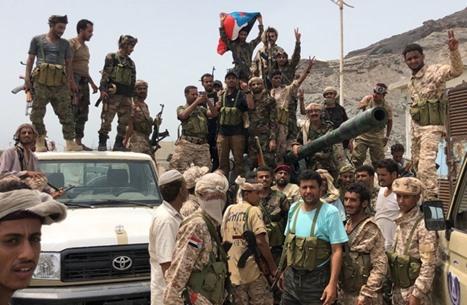 وزير الإعلام اليمني: التماهي مع الانقلاب يسقط مشروعية التحالف باليمن