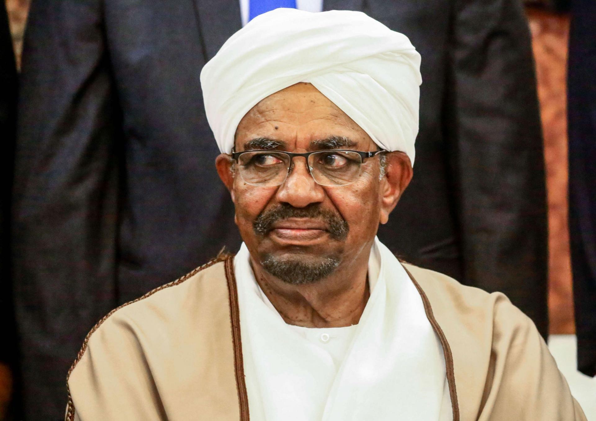 البشير يقر خلال محاكمته بتلقي 91 مليون دولار من السعودية والإمارات